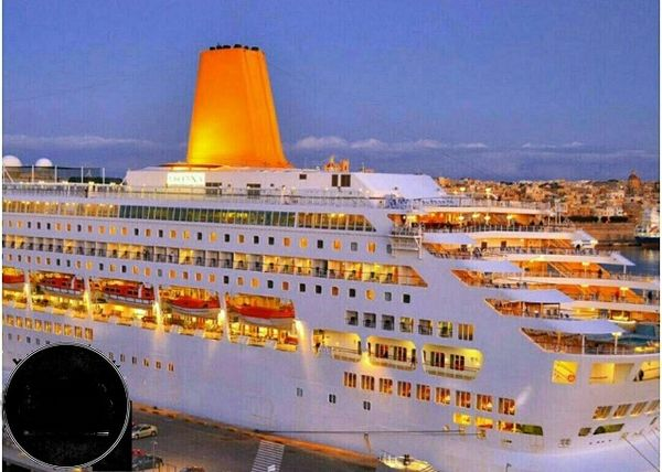 کشتی که ساکنین آن به طور دائمی در آن زندگی می کنند+عکس