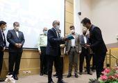 اهداء پرچم مسجد مقدس جمکران به خانواده شهید علی لندی