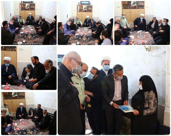 دیدار شهردار منطقه با خانواده شهیدان قنبری