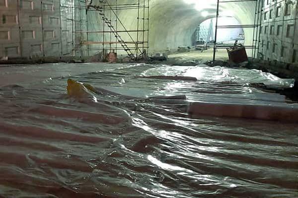 روسازی بتنی تونل- زیرگذر استادمعین در ساعات میانی روز و در دمای مناسب صورت پذیرفته است
