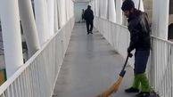 اجرای عملیات نظافت پل های عابرپیاده در منطقه 7