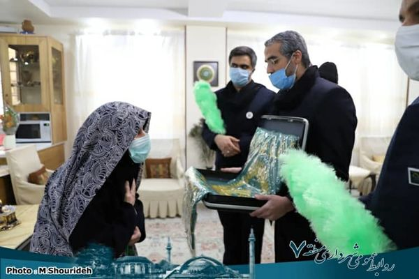 مراسم تجلیل از مادران و همسران چهار شهید منطقه ۷ برگزار شد