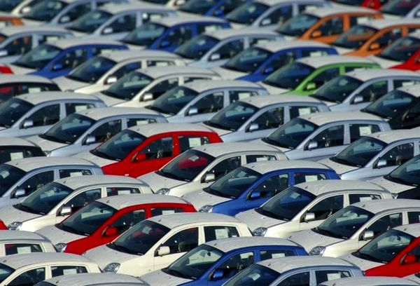 بررسی افزایش قیمت خودرو در جلسه کمیسیون صنایع مجلس