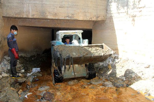 کانال ها و مسیل های شمال شرق پایتخت رسوب برداری شد