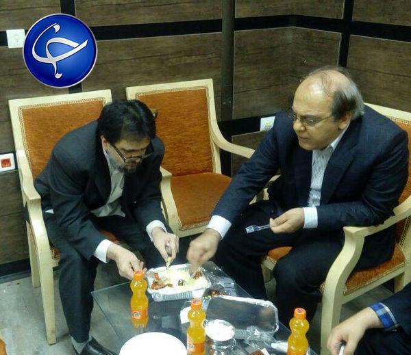 شام خوردن دو چهره مخالف سیاسی در یک ظرف!+عکس