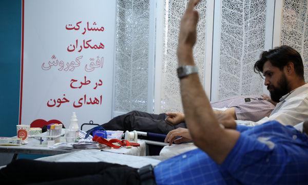 مشارکت کارکنان فروشگاه های زنجیره ای افق کوروش در اهدای خون