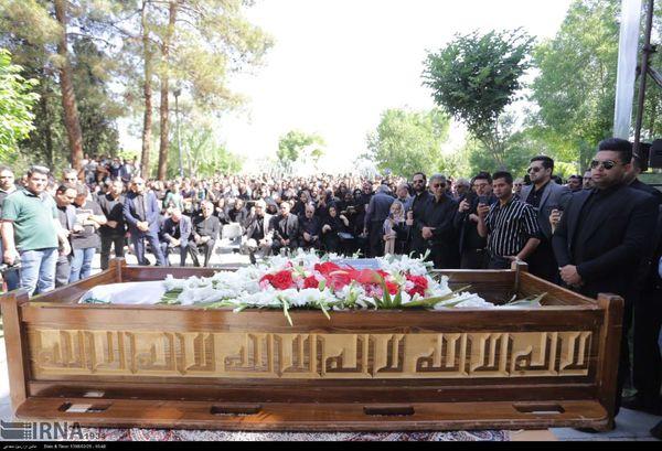 تشییع پیکر بهنام صفوی در اصفهان+ عکس