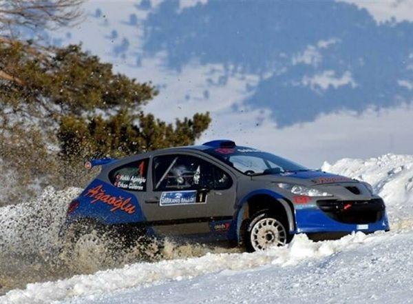 مسابقات هیجان انگیز رالی در برف+ عکس