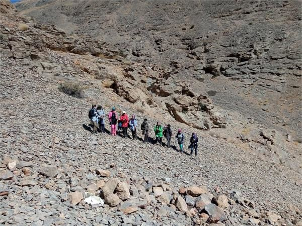 صعود بانوان کوهنورد شرکت گاز استان مرکزی بربام قله سفیدخانی