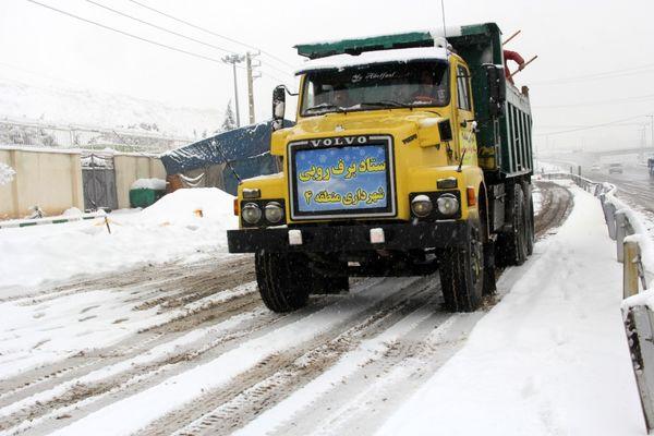با پخش بیش از 1900 تن شن و نمک  از یخ زدگی معابر شمال شرق تهران جلوگیری می شود