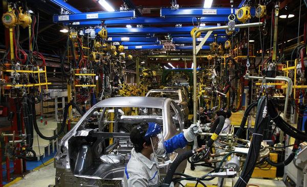 نظر کمیسیون صنایع، افزایش پلکانی قیمت خودروست