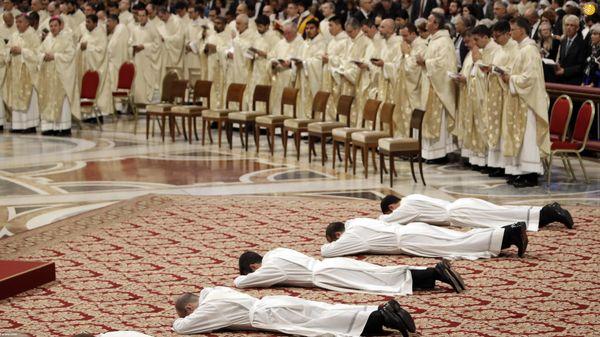 مراسم معارفه کشیشهای جدید در واتیکان+ عکس