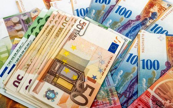 قیمت یورو کاهش یافت/ دلار ثابت ماند