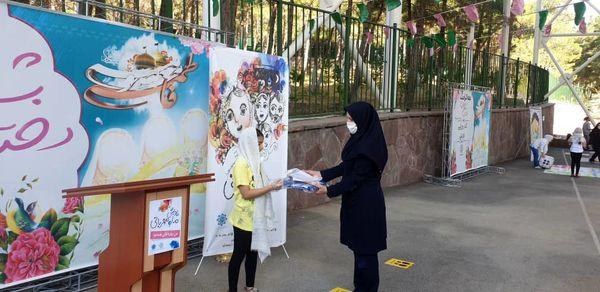 تقدیر از دختران روزه اولی شمال شرق تهران به مناسبت دهه کرامت