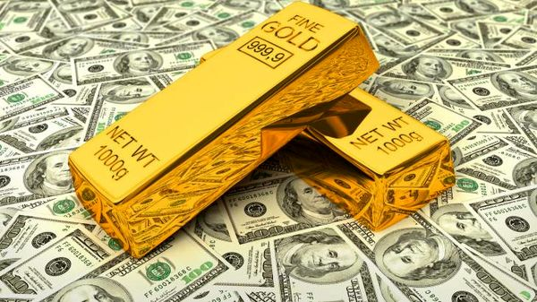 افزایش قیمت طلا همزمان با افت سهام و دلار
