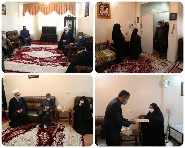 دیدار شهردار منطقه ۱۵ با خانواده شهید داوود ابوالقاضی از شهدای سوم خرداد