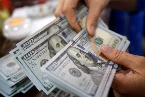 هجوم سرمایه گذاران برای خرید دلار