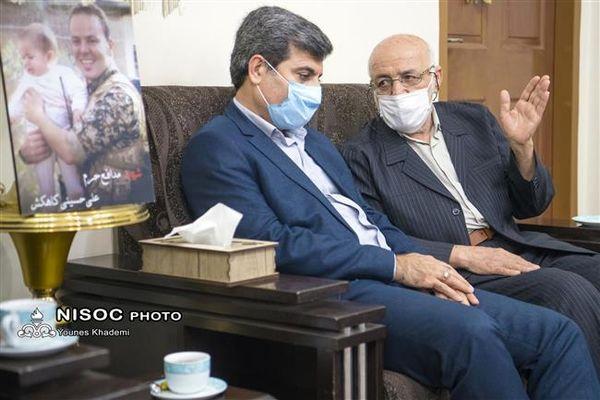 دیدار مدیرعامل شرکت ملی مناطق نفتخیز جنوب با خانوده شهید همکار مدافع حرم
