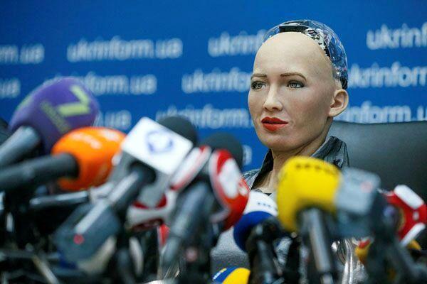کنفرانس خبری یک ربات+عکس