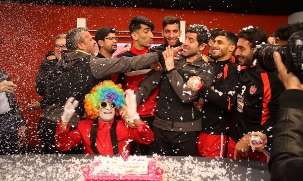 جشن تولد کریم باقری در تمرین پرسپولیس+ عکس