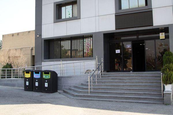 نصب مخازن سه گانه پسماند در مراکز مهم و پرتردد منطقه 15
