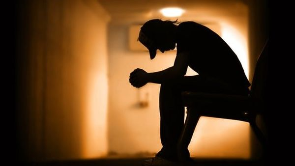 خودکشی یک مرد از روی پل طبیعت +عکس