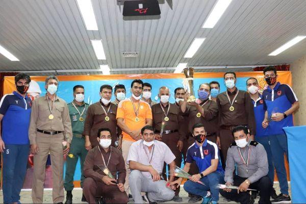 اهدای جام قهرمانی تیم فوتبال مس رفسنجان به کارگران مجتمع مس
