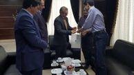 تقدیر از رتبه برتر کنکور توسط بانک ایران زمین