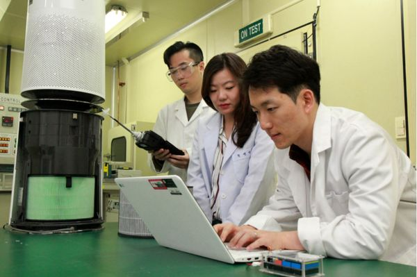 نگاهی نزدیک به آزمایشگاهی که دستگاههای تصفیه هوا در آنجا ساخته میشود