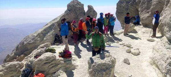 مرتفع ترین قله ایران باردیگر توسط کوه نورد منطقه آزاد انزلی فتح شد