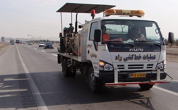 طرح خط کشی محورهای جاده ی استان قم عملیاتی شد
