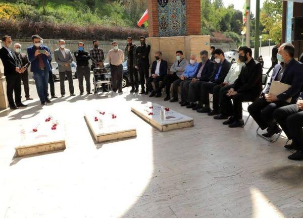 آیین غبار روبی و عطر افشانی گلزار شهدای  گمنام بوستان نهج البلاغه  برگزارشد