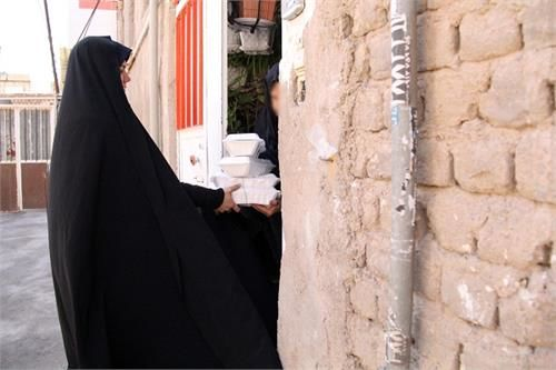 ۱۱۰۰ پرس غذای گرم در بین مددجویان کمیته امداد استان قم توزیع شد